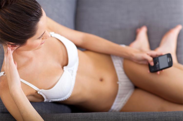 naked woman texting